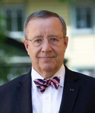 Former Estonian president Toomas Hendrik Ilves wears round eyeglasses and a striped bowtie.