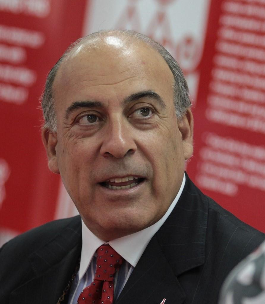 A gift from Muhtar Kent will support a leadership education program, visiting scholars, fellowships, and research.